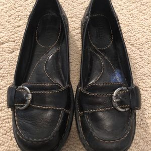 GUC BORN  Black Slip On Buckle Loafers